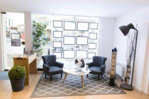 Découvrez notre agence immobilière à Niort et notre équipe pour vous accompagner dans votre projet de vente immobilière. Bnéficiez de notre conception humaine de l'immobilier à Niort et ses environs.
